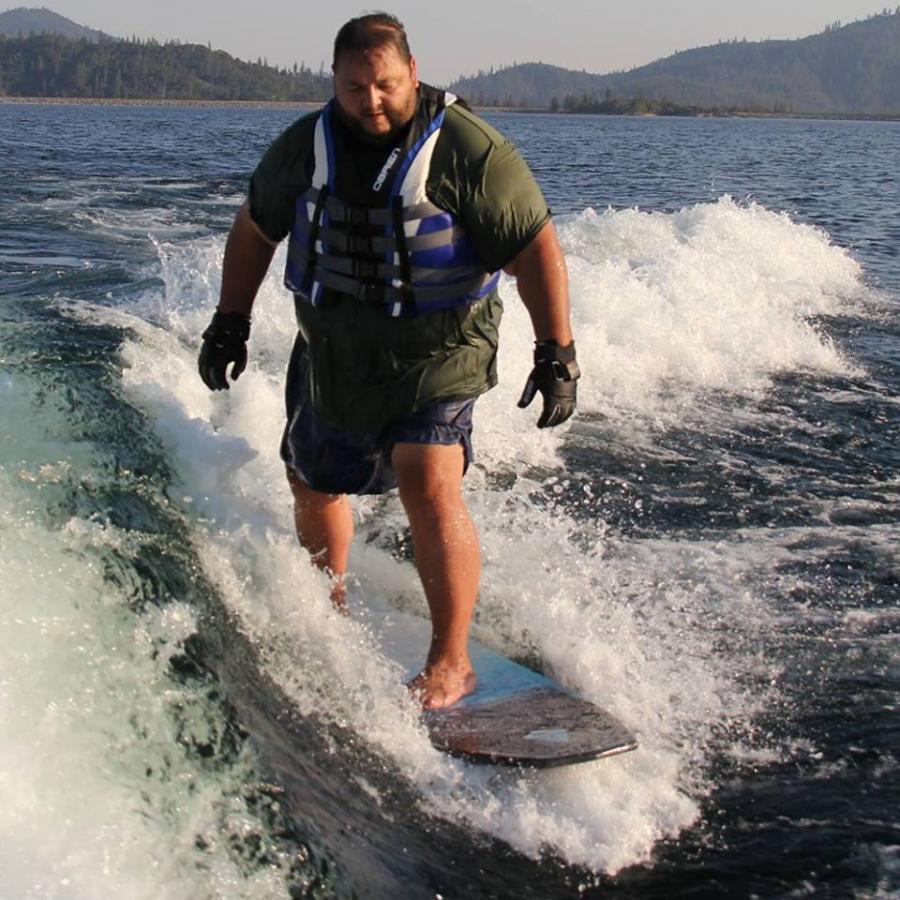 Big guy surf - Wakesurfing