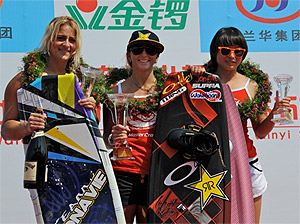 Pro Women Winners: Raimi Merritt (2nd), Amber Wing (1st) and Chen LiLi (3rd)